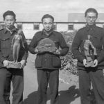 Japanese internees with wood carvings at Loveday, September 1943. ICRC Audiovisual Archive V-P-HIST-01878-13.